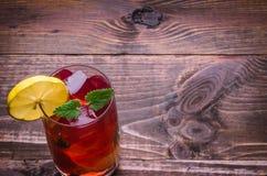 Fond en bois au sujet de cocktail Photos libres de droits