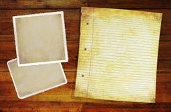 Fond en bois avec des blancs de photo. Photos libres de droits