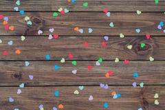 Fond en bois avec des coeurs Image libre de droits