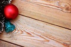 Fond en bois avec des décorations de Noël Photo libre de droits