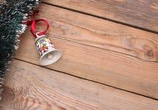Fond en bois avec des décorations de Noël Photographie stock libre de droits