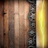 Fond en bois avec les vitesses de roue dentée et la foudre électrique Images stock