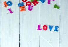 Fond en bois blanc avec l'amour de mot Photo libre de droits