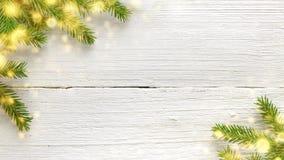 Fond en bois blanc de Noël et de nouvelle année avec des branches de sapin et des lumières rougeoyantes image stock