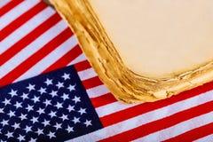 Fond en bois d'indicateur américain Le drapeau des Etats-Unis d'Amérique Un calibre de forme de vieux livre Photos stock