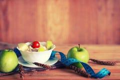 Fond en bois de centimètre de pomme de fruit de régime Image libre de droits