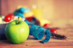Fond en bois de centimètre de pomme de fruit de régime Image stock