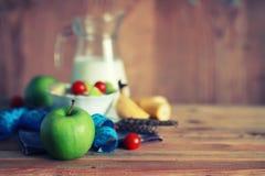 Fond en bois de centimètre de pomme de fruit de régime Images stock