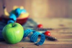 Fond en bois de centimètre de pomme de fruit de régime Photographie stock