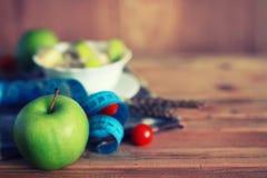 Fond en bois de centimètre de pomme de fruit de régime Photos stock