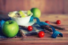 Fond en bois de centimètre de pomme de fruit de régime Photos libres de droits