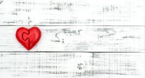 Fond en bois de coeur rouge d'amour de jour de valentines Photo libre de droits