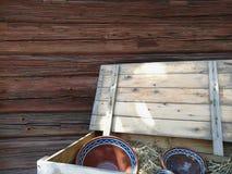 Fond en bois de coffre de poterie Photos libres de droits