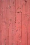 Fond en bois de grange rouge Image libre de droits