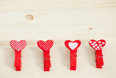 Fond en bois de jour de valentines de texture de coeurs rouges Images libres de droits