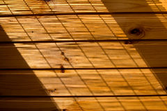 Fond en bois de mur dans une lumière de matin Photo stock