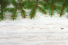 Fond en bois de Noël avec l'arbre et la neige de sapin Vue avec l'espace de copie pour votre texte photo libre de droits