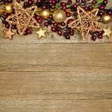 Fond en bois de Noël avec la frontière d'étoile Images stock