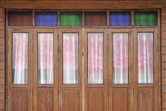 Fond en bois de porte de pliage image libre de droits