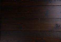 Fond en bois foncé souillé de panneau Image stock