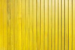 Fond en bois jaune de texture de mur de planche images stock