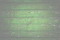 Fond en bois naturel Vieux a peint dans les conseils verts photographie stock libre de droits