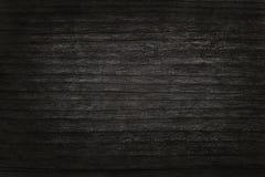 Fond en bois noir de mur, texture de bois foncé d'écorce Images stock