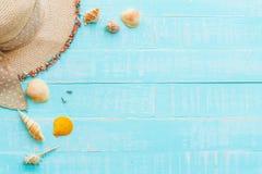 fond en bois pour des vacances d'été et le concept de vacances Échouez les accessoires comprenant des lunettes de soleil, plage d photo stock