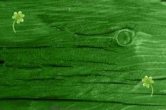 Fond en bois vert de texture Jour de Patrickâs de saint Fond de rue Patrick Texture en bois verte photo stock