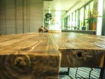 Fond en bois vide de table et de tache floue Photo libre de droits