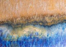 Fond en céramique bleu et orange de glaçure image libre de droits