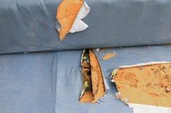 Fond en cuir extérieur de manque de coussin de sofa le vieux avec l'espace de copie pour ajoutent le texte Photo stock