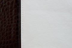 Fond en cuir noir et blanc de texture Photographie stock libre de droits