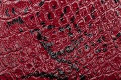 Fond en cuir rouge de texture Photo de plan rapproché Peau de reptile Image stock