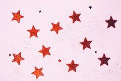 Fond en pastel rose de scintillement rouge d'étoiles et de chrismas de miroitement photo stock