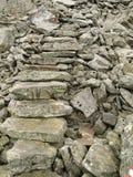 Fond en pierre desserré d'escaliers Images stock