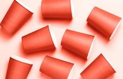 Fond en plastique de tasses Concept de corail vivant de pollution d'environnement image stock