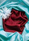 Fond en soie bleu et rouge Images stock
