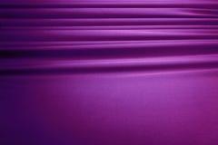 Fond en soie violet de rideau Photographie stock libre de droits