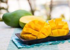 Fond extérieur de produit biologique frais de mangue photo libre de droits