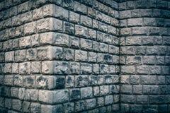 Fond faisant le coin grunge de grand mur de briques Photos libres de droits