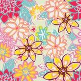 Fond floral sans joint fleurs et feuilles sur le beige Images stock