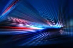 Fond foncé abstrait de lumière avec des rayures des rayons colorés se déplaçant du centre illustration libre de droits