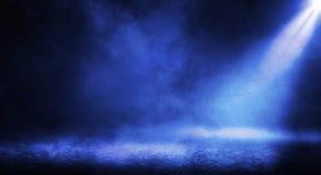 Fond foncé brumeux bleu images stock