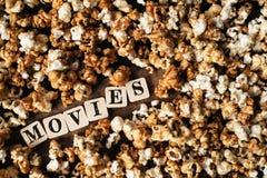 Fond frais de maïs éclaté avec le mot de FILMS Photo stock