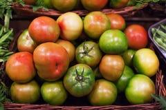 Fond frais de tomates Diverses tomates mûres organiques en mars Photographie stock libre de droits