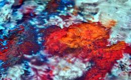 Fond fumeux blanc vif coloré de rouge bleu, fond de peinture d'aquarelle, couleurs abstraites de peinture images libres de droits