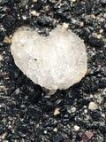 Fond gelé d'asphalte de noir de coeur de glace Photo libre de droits