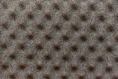 Fond gris de matériel de mousse avec des saillies pyramidales sur t photo stock