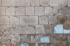 Fond gris de texture de tuile de mur criqué de vintage Photographie stock